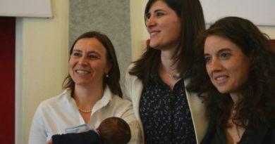 torino riconosce il figlio di due madri
